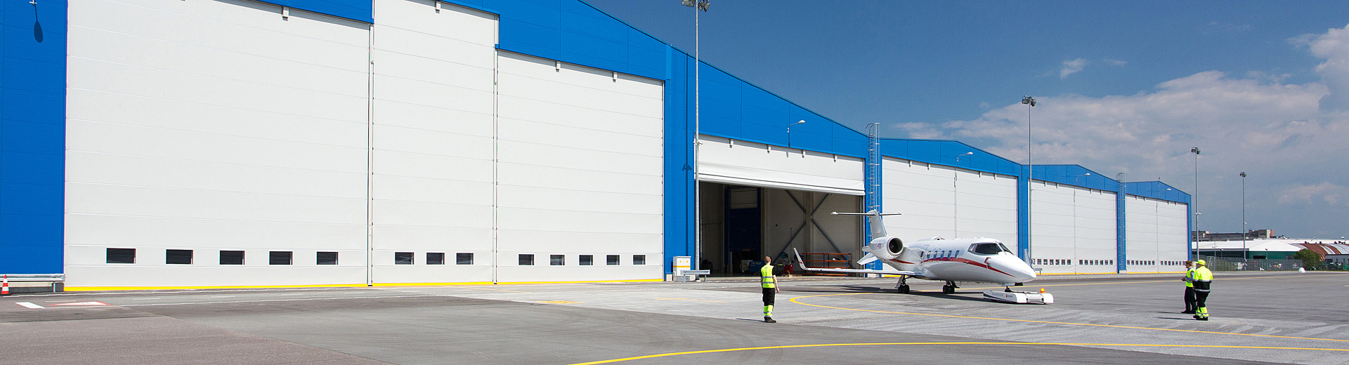 Welcome to Ch&ion Door - Maker of the most reliable hangar doors and industrial doors for tough applications and environments & Champion Door - Hangar doors and large industrial doors » Champion Door
